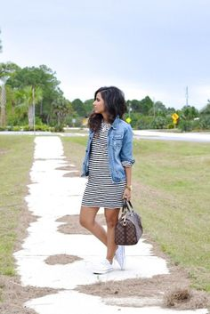 White chucks outfit, striped dress outfit, dress with converse, summer dres White Chucks Outfit, Striped Dress Outfit, Outfits With Converse, Tshirt Dress Outfit, Dress Outfits, Street Style Jeans, Looks Style, My Style, Jean Jacket Outfits