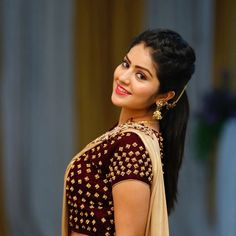 Megha Shetty is an Indian model and actress working in the television industry of Kannada. Serial Jothe Jotheyali is well known to her. Beautiful Girl Indian, Beautiful Saree, Beautiful Indian Actress, Indian Bollywood Actress, Indian Actresses, Beauty Full Girl, Beauty Women, Persian Girls, Saree Photoshoot