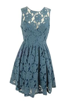 Lovely lace dres, perfect for a special occassion! :: Blue lace dress:: Lace Dress:: Blue lace bridesmaid dress:: Classy spring dress:: Garden Party dress