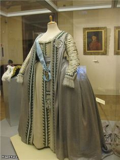 Ceremonial gown of Empress Catherine II of Russia Drag Clothing, Royal Clothing, Antique Clothing, Historical Clothing, Russian Fashion, Royal Fashion, Fashion Wear, 18th Century Dress, 18th Century Fashion