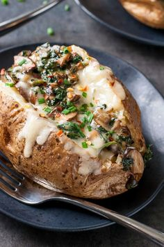The post Cheesy Vegetarian Loaded Baked Potatoes with Spinach and Mushrooms appeared first on Peas And Crayons. Let's get saucy! These Cheesy Vegetarian Loaded Baked Potatoes with Spinach and Mushroom Vegan Baked Potato, Baked Potato Recipes, Vegetarian Recipes Easy, Veggie Recipes, Cooking Recipes, Vegetarian Entrees, Mushroom Recipes, Dinner Recipes, Stuffed Baked Potatoes