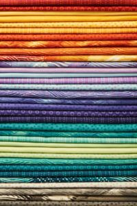 Unfortunately, not all the materials or colors you need is available from your local specialty fabric store. But you need not to despair, you can always replace what isn't available with alternatives. Here are some easy techniques to choose quilt colors. Quilting Tools, Quilting Tutorials, Machine Quilting, Quilting Projects, Quilting Designs, Quilting Ideas, Sewing Projects, Star Quilts, Rag Quilt