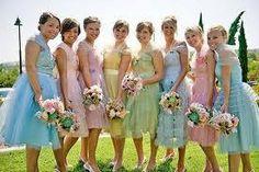 damas de honor con diferentes colores