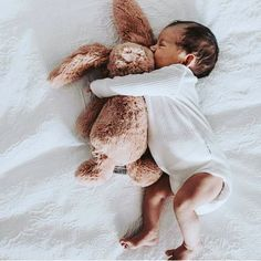bunny snugs and cute baby feet naissance part naissance bebe faire part felicitation baby boy clothes girl tips Cute Baby Pictures, Newborn Pictures, Newborn Baby Photos, Newborn Twins, Baby Feet Pictures, Newborns, Family Pictures, Little Babies, Cute Babies
