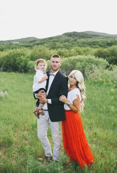 CARA LOREN: Family Pics by Jessica Janae Photography -- spring photoshoot wardrobe outfit idea