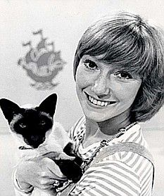 Blue Peter ~ Lesley Judd 1970s Childhood, My Childhood Memories, Childhood Toys, Great Memories, Blue Peter, My Generation, Vintage Tv, Cat People, My Youth