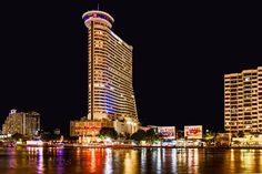 Millennium Hilton at Night by Dave_01 (Dave Edwards)