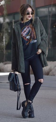 New Street Style Outfits to Try in Autumn. Cool and edgy. Vinted inspiration. Buy second hand. https://www.vinted.co.uk/