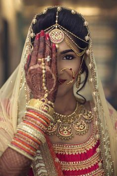 True feminine beauty,adorned with her jewelry, dressed in beautiful fabrics and colors, topped with artistic henna designs on her hands. As woman we have the ability to adorn ourselves in so many ways....How lucky are we!!