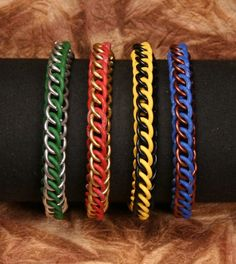 Remembering that the Harry Potter movie was coming out (again?), I made a set of bracelets in the colors of the 4 Houses of Hogwarts. Hogwarts House Colors, Hogwarts Houses, Harry Potter Universal, Harry Potter Movies, Harry Potter Accessories, Persian Pattern, 13th Birthday, How To Make Notes, Colorful Bracelets