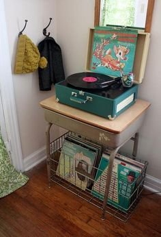 vintage stereo and Christmas albums. Oh how nostalgic! What a cute little display of fun!