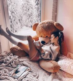 Home sweet Home 🐻📔 Huge Teddy Bears, Giant Teddy Bear, Girl Photo Poses, Girl Poses, Teady Bear, Teddy Girl, Teddy Bear Pictures, Bear Girl, Bear Wallpaper
