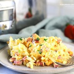 This easy Overnight Crock Pot Breakfast Casserole is a delicious crowd-pleaser! Shredded potatoes are layered with savory ham, cheese & eggs. Slow Cooker Breakfast, Crockpot Breakfast Casserole, Breakfast Crockpot Recipes, Breakfast Dishes, Brunch Recipes, Cooking Recipes, Crockpot Meals, Breakfast Quiche, Free Breakfast
