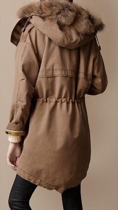 Shop the latest womenswear from Burberry including seasonal trench coats, leather jackets, dresses, denim and skirts. Best Winter Jackets, Winter Coats Women, Winter Outfits, Cool Outfits, Military Chic, Brown Outfit, Moda Boho, Womens Parka, Parka Coat