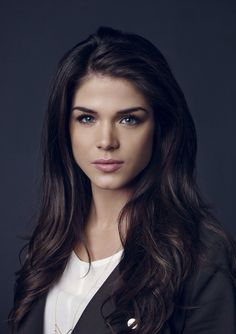 Marie Avgeropoulos has Beautiful shades in her hair!