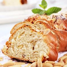 Banana and nut sweet bread Healthy Meals To Cook, Healthy Recipes, Baguette Bread, Brioche Bread, Gluten Free Baking, Sweet Desserts, Sweet Bread, Cooking Time, Breakfast Recipes