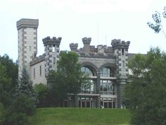Rindge Castle, Rindge, New Hampshire (Sleeps 22; $6,900 per week)  For a closer-to-home experience, try Rindge Castle in scenic New Hampshire. Perched atop a hill on 500 acres of land, Rindge boasts miles of cross-country ski trails and views of Ralph Waldo Emerson's beloved Mount Monadnock. It also abutts a private lake.