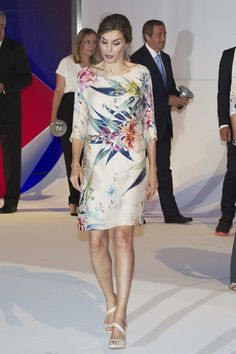 Queen Letizia of Spain Photos - Queen Letizia of Spain attends the National Fashion Awards at Museo del Traje on July 2016 in Madrid, Spain. - Queen Letizia Of Spain Attends National Fashion Awards Simple Dresses, Nice Dresses, Casual Dresses, Fashion Dresses, Silk Dress, Dress Up, Gala Dresses, Queen Letizia, Sweet Dress