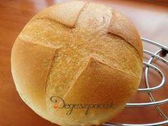 Ezt a receptet bármikor elővehetjük a tarsolyból, nem szükséges hozzá se öregtészta, se kovász, elég, ha van otthon friss élesztő, és ugyan 2-2,5 óra múlva, de szinte semmi munkával az asztalon illatozhat a friss, házi kenyér :) Food And Drink, Bread, Brot, Baking, Breads, Buns