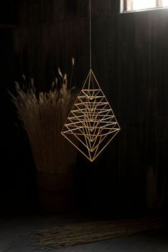 ET – Blogit | Reijan räsymatto – Himmeli on kaunis, pyhä ja harmoninen Beaded Christmas Ornaments, Handmade Ornaments, Christmas Crafts, Straw Art, Diy Straw, Diy Interior Accessories, Diy Projects To Try, Craft Projects, Mobiles