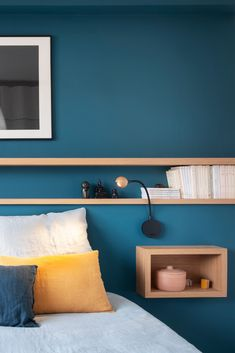 In the master suite, a headboard has been fitted on an empty wall, comprising two bedside niches with related studying lights and two cabinets throughout all the width of the bed room to carry books and trinkets.
