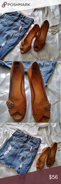MICHAEL KORS Heels All Leather Block Tan Heels 9M These Michael Kors All Leather Block Tan Heels are so rare! Made with 100% leather these heels come in a beautiful burnt orange tan with a cute buckle detail at the toes! Size 9M Michael Kors Shoes Heels