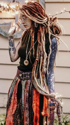 Dreads and skirt Dreadlock Hairstyles, Cool Hairstyles, Gypsy Hairstyles, Dreadlock Mohawk, 70s Fashion, Fashion History, Hippie Style, Mundo Hippie, Beautiful Dreadlocks