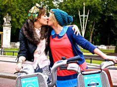 Série apaixonante retrata o amor ao redor do mundo em 500 beijos