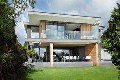 Une belle maison associant verre, bois et pierre