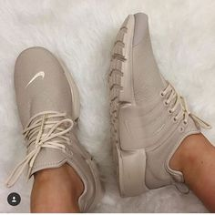 Uploaded by b; Find images and videos about nike, shoes and sneakers on We Heart It - the app to get lost in what you love. Sneaker 2017, Wedge Sneaker, Sneaker Trends, Shoe Boots, Shoes Heels, Pumps, Shoe Bag, Tan Nike Shoes, Sneakers Nike