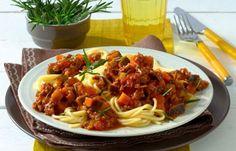 Spaghetti mit Auberginen-Bolognese - Die besten 15 Spaghetti-Rezepte - Spaghetti Bolognese ist ein echter Klassiker. Gemüsefans peppen das Gericht mit frischen Auberginen auf. Die sorgen für würzigen Geschmack und machen das Rezept ein wenig leichter...
