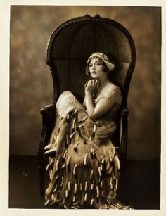 Fabulous 1920's vintage photo.   Model may be Marion Davies, but I can't be sure as there is no information about the photo on the source page.
