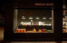 Les tablettes de chocolat Chocolat Factory ne sont vendues que dans les boutiques/franchises de la marque, qui sont toutes à l'image du design des tablettes : sobre, épuré et élégant. On y retrouve les formats 100g classiques mais aussi des formats spéciaux de 500g, 750g, ...