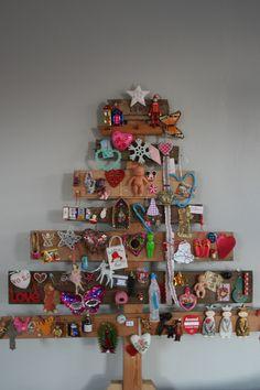 Kerstboom van sloophout. Old wood christmas tree @Dorien Boven Boven / Doraspruit