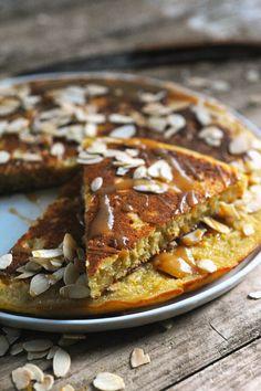 Dorian cuisine.com Mais pourquoi est-ce que je vous raconte ça... : Gâteau trop facile du dimanche après-midi ! Gâteau aux pommes et au caramel à la poêle !