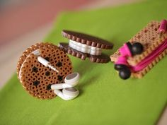 perler beads Create adorable sandwich cookies from perler/hama beads - that also double as earbud organizers! Perler Bead Designs, Hama Beads Design, Diy Perler Beads, Pearler Bead Patterns, Perler Bead Art, Perler Patterns, Pearler Beads, Hama Perler, Bead Crafts