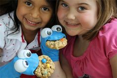 How to make an easy cookie monster hand sock puppet!  #make #toys skiptomylou.org