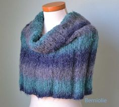 Knitted cowl/capelet