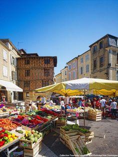 Sur les étals du Gers, c'est une explosion de #couleurs et de saveurs qui s'offrent à vous ! #marché #fruits #légumes