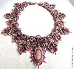 Маrie-Antuanette. Работа, в которой мне хотелось передать блеск и великолепие Версаля конца 18 века. Опалово-красные граненые бусины в сочетании с розовым перламутром в обрамлении серебра, сплетенным в изящное кружево.