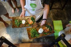 How to Eat Vegan or Vegetarian in Southeast Asia - the Hidden Hipsters Vegan Friendly Restaurants, Vegan Restaurants, Vegetarian Options, Vegetarian Recipes, Fried Spring Rolls, Deep Fried Tofu, Vegan Pad Thai, Steamed Buns, Fried Vegetables