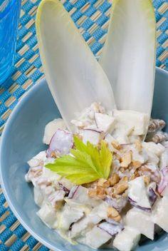 Ensalada de endivias y manzana con queso azul y nueces*