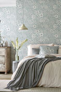 Beautiful blue floral wallpaper design by Sanderson called Maelee. Accent Wall Bedroom, Gray Bedroom, Bedroom Decor, Bedroom Ideas, Grey Floral Wallpaper, Vintage Flowers Wallpaper, Kitchen Wallpaper, Home Wallpaper, Wallpaper Designs