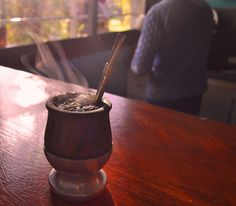 To drink Yerba Maté in Argentina Gaucho, Cafe O, Yerba Mate Tea, Cocktail Drinks, Cocktails, Wine Parties, Facon, V60 Coffee, Gourds