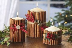 Table decorations that make your Christmas dishes more colorful - Dekoration Ideen 2020 Holiday Candles, Christmas Centerpieces, Thanksgiving Decorations, Wedding Centerpieces, Christmas Decorations, Table Decorations, Christmas Ornaments, Quinceanera Centerpieces, Table Centerpieces