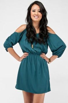 Normally I hate cut-out sleeves, but I like this dress!