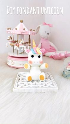 #diy  #diyfondant #diyvideo #diyideas #diyunicorn #diycrafts #tutorial #tutorialvideo #pasoapaso #unicorn #unicornio #fondantunicorn #fondant #cmc #unicorncake #tartaunicornio #tarta #tartaspersonalizadas #cake #cakedecorating  #cakedesign #cakestyle #cakestagram #reposteria #reposteriacreativa #reposteriadediseño #barcelona #maresme Diy Cake Topper, Cake Topper Tutorial, Fondant Cake Toppers, Fondant Tutorial, Fondant Cakes, Unicorn Cake Design, Diy Unicorn Cake, Unicorn Cupcakes, Unicorn Cake Topper