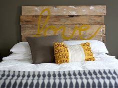 12 Cool DIY Reclaimed Wood Projects