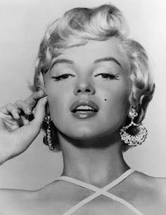 Marilyn Monroe ~*❥*~ pin up look