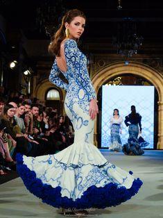 Diseños: Ventura Moda Flamenca . Complementos de Samuel Ortega. We Love Flamenco 2018. Foto: Claudia Alfaro entreciriosyvolantes.com